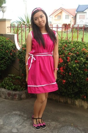 hot pink Barbie dress - black random from Hong Kong shoes