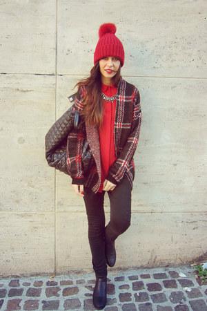 black Nothland jeans - red Northland hat - KingKong shirt