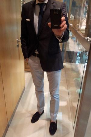 navy Zara blazer - light blue Sacoor shirt - black Zara loafers