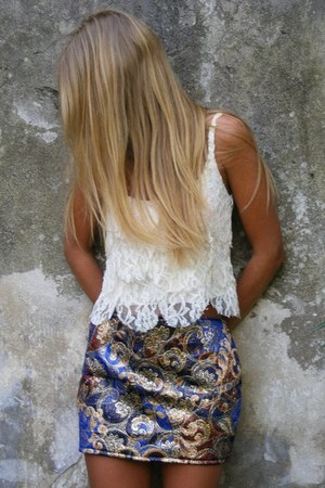 navy skirt - white top