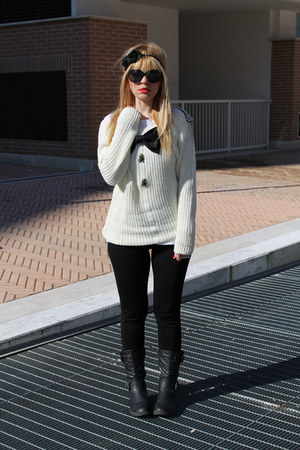 white Saraeluka sweater - black Zara leggings