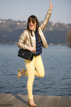 gold celyn b jacket - black 255 Chanel bag - mustard rayban sunglasses - blue st