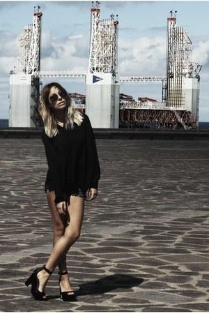 Zara shoes - COS shirt - Levis shorts