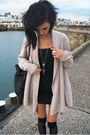Black-miss-selfige-dress-beige-zara-cardigan-black-sfera-bag