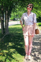 brown 70s vintage bag - light pink scalloped modcloth shorts