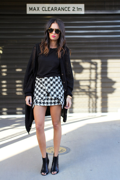 HelloParry skirt - Karen Walker sunglasses - Topshop t-shirt - Wittner heels