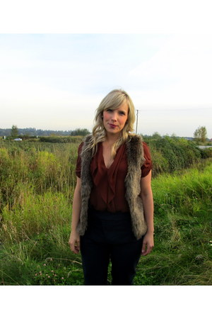 brown H&M vest - maroon Artizia blouse