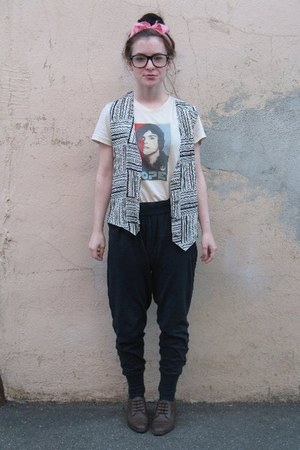 light brown thrifted shoes - navy Forever 21 pants - black thrifted vest - eggsh
