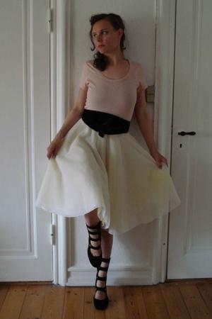 Topshop t-shirt - Made by my friend skirt - H&M belt - Ganni shoes