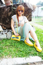 yellow unbranded shoes - yellow messenger-type unbranded bag