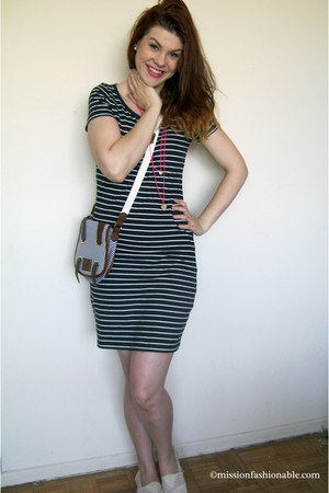 white TOMS shoes - navy Joe Fresh dress - hot pink Ardene necklace
