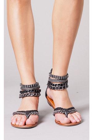 black leather  chains ziginy sandals