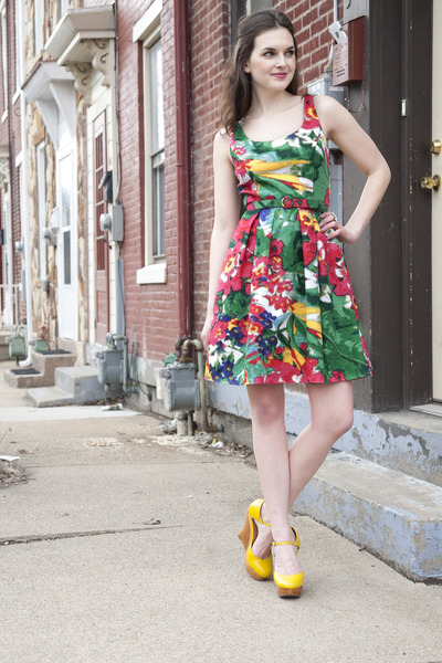 red floral modcloth dress - yellow modcloth wedges