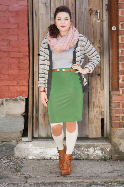 burnt orange modcloth boots - eggshell modcloth tights