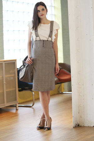 light brown modcloth skirt - eggshell modcloth blouse - black modcloth shoes