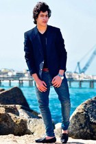 blue Zara jeans - black H&M shoes - blue pull&pear blazer
