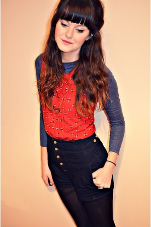 black Primark tights - navy high waisted River Island shorts - red Primark top