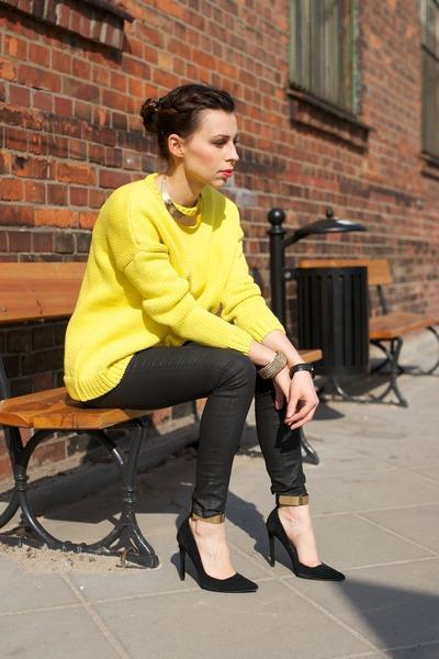 yellow oversized Zara sweater - black waxed Zara pants