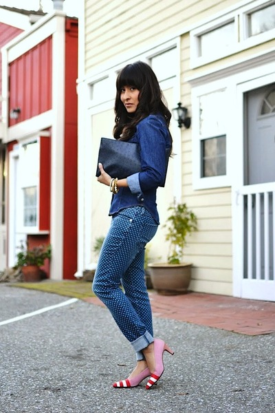 red vintage pumps - navy Bullhead jeans - navy H&M top