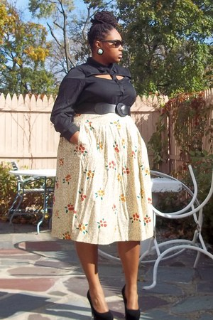 eggshell print skirt - black fashion to figure top - black velor Dereon pumps