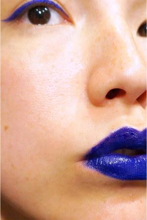blue pigment Lush accessories