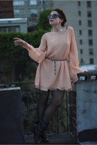 dark gray Brooklyn Flea Market sunglasses - peach Lilidia dress