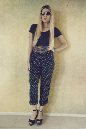 polka dot platinum pants - Ray Ban sunglasses - blouse - heels