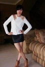 Black-skirt-white-t-shirt-beige