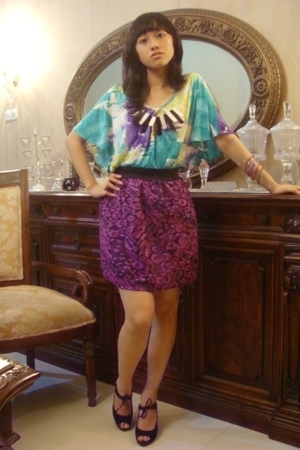 Forever21 tie dye blouse - skirt - Nine West black heels - online shop piano sta