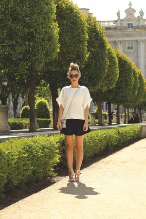 Zara sweatshirt - Carpena Elda purse - Dolce Gabbana sunglasses - Lefties skirt