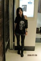 black t-shirt - black Dr Martens boots - black leggings