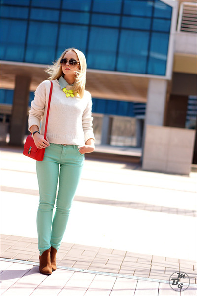 yellow Forever 21 necklace - light blue Forever 21 jeans - white Topshop sweater