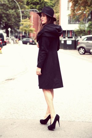 black Hallhuber hat - black Hallhuber jacket
