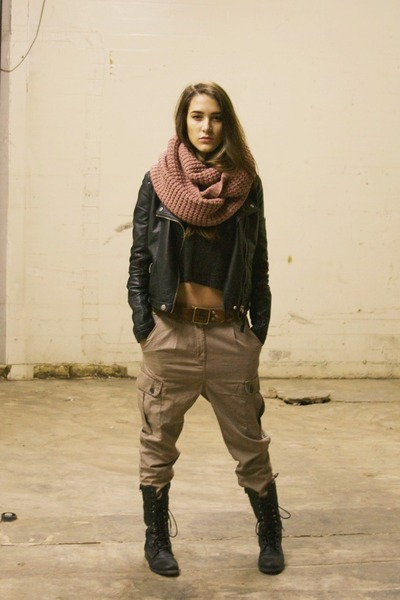 pink circle nastygal scarf - black brandy melville top - camel H&M pants
