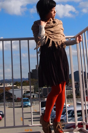 camel cape - carrot orange Tabio tights - dark brown skirt - eggshell Gap top