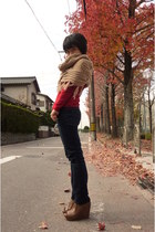 red top - light brown shoes - navy jeans - camel scarf