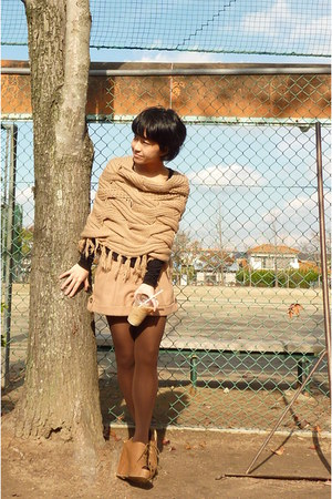 brown wedges shoes - dark brown tights - nude Natural Beauty Basic shorts