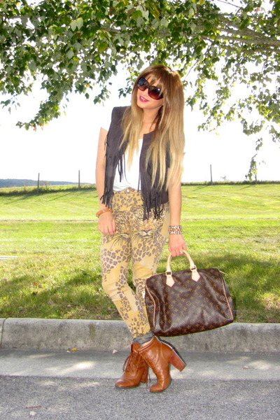 dark brown fringe vest Forever 21 vest - brown Urban Outfitters boots