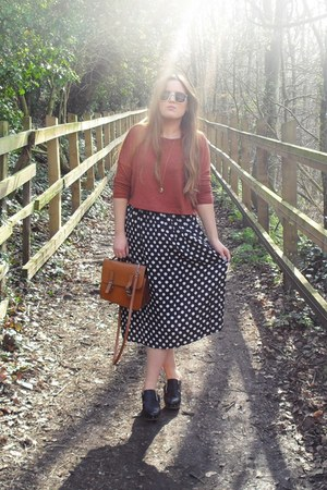 tawny cropped Topshop sweater - tawny thrifted bag - black polka dot vintage ski