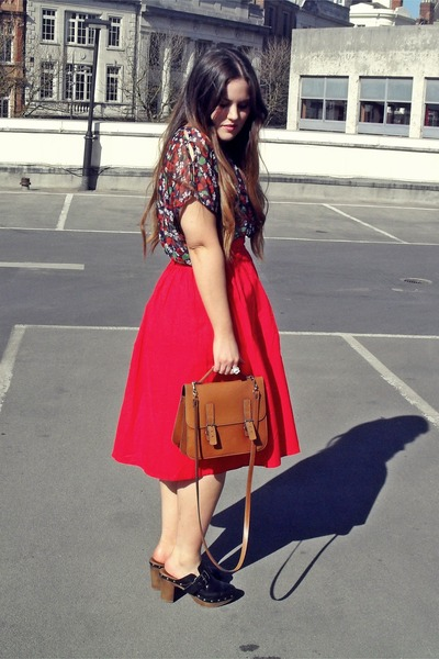 tawny thrifted bag - navy Primark top - red vintage skirt - black Zara clogs
