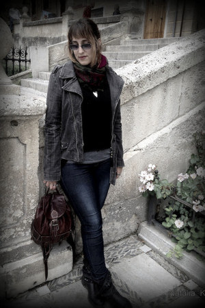 H&M jeans - H&M sweater - Pull and Bear scarf - Uno de 50 necklace