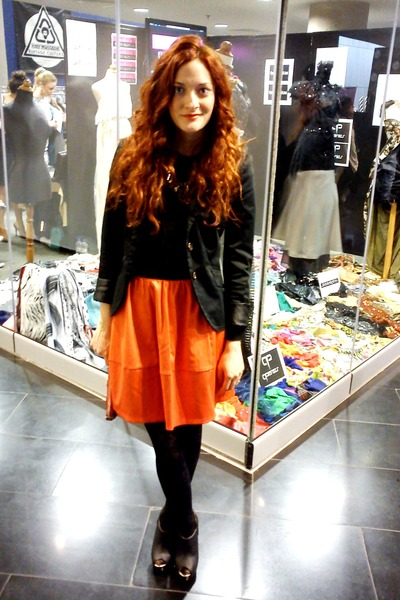 carrot orange H&M skirt - black unkle boots BLANCO boots - black Zara blazer