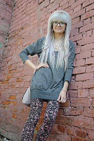 black pink floral H&amp;M tights - heather gray Forever 21 sweatshirt