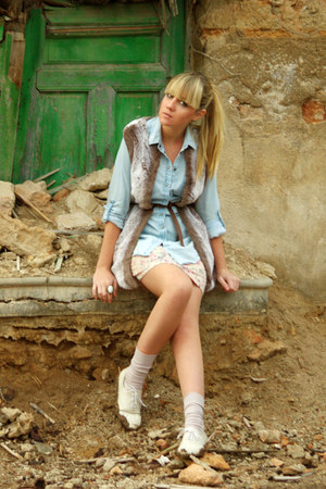 periwinkle David Christian vest - light blue Top Shop shirt - Primark skirt