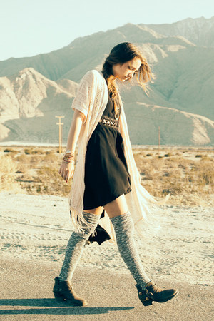 black nectar clothing dress - dark khaki nectar clothing boots