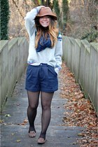 winter sweater - pleated shorts