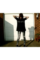 next leggings - Urban Outfitters t-shirt