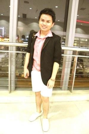 white customized bench shorts - black wharton coat - bronze SM Accessorie bag