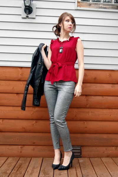 brick red ruffled shell Anthropologie blouse - silver H&M jeans