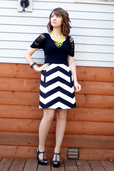 white chevron The Limited skirt - black Wilster top